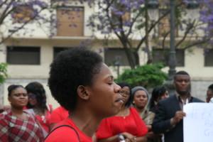 Nigeriana en Málaga reclamando libertad de niñas secuestrada en Nigeria