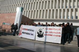 concentración en solidaridad con los tres activistas acusados por resistencia al desahucio de la corrala Buenaventura