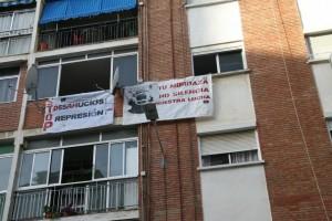 Pancartas colocadas por Stop Desahucios en la casa de Kenneth